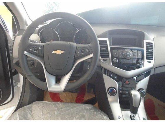 Cần bán xe Chevrolet Cruze đời 2015, màu trắng, nhập khẩu nguyên chiếc, giá 572tr-3