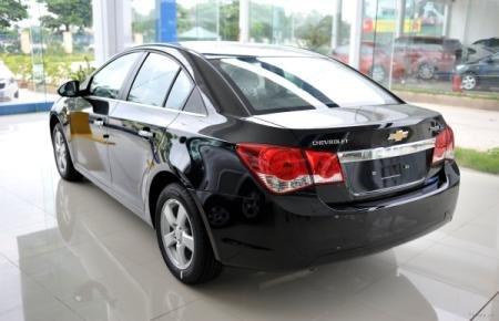 Cần bán Chevrolet Cruze đời 2015, màu đen-4