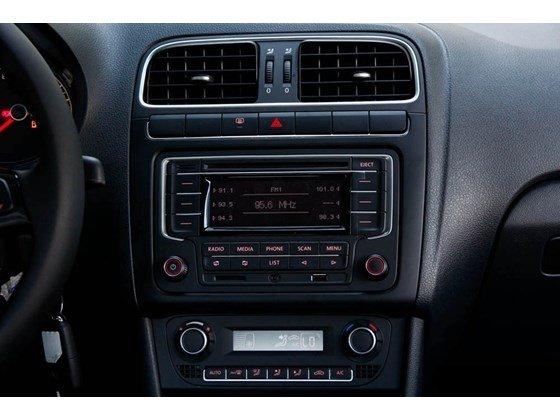 Bán xe Volkswagen Polo đời 2015, màu đen, nhập khẩu-3