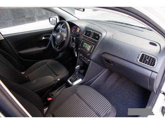 Bán xe Volkswagen Polo đời 2015, màu đen, nhập khẩu-4
