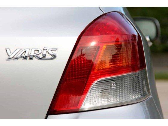 Cần bán xe Toyota Yaris đời 2009, màu bạc, xe nhập-2