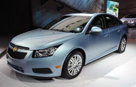 Cần bán Chevrolet Cruze đời 2015, màu đen-2