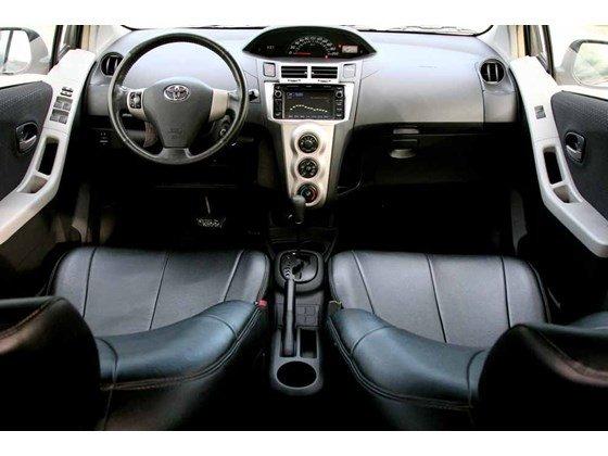 Cần bán xe Toyota Yaris đời 2009, màu bạc, xe nhập-7