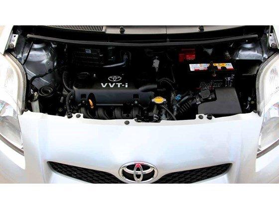 Cần bán xe Toyota Yaris đời 2009, màu bạc, xe nhập-18