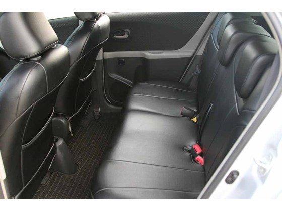 Cần bán xe Toyota Yaris đời 2009, màu bạc, xe nhập-4