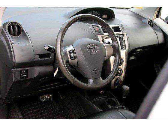 Cần bán xe Toyota Yaris đời 2009, màu bạc, xe nhập-6
