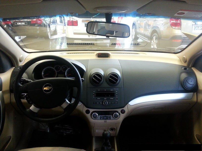 Bán ô tô Chevrolet Aveo đời 2015, màu đen-3