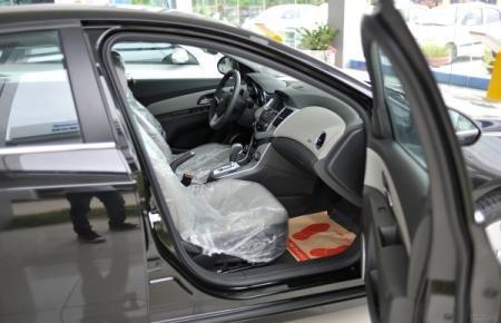 Cần bán Chevrolet Cruze đời 2015, màu đen-6