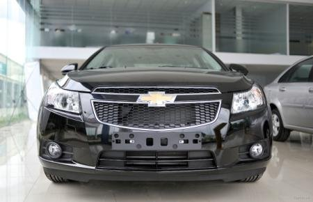 Cần bán Chevrolet Cruze đời 2015, màu đen-3