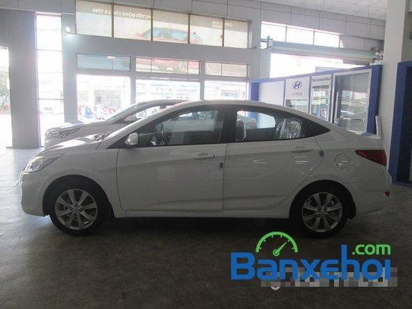 Cần bán Hyundai Accent Blue 2015, màu trắng-3