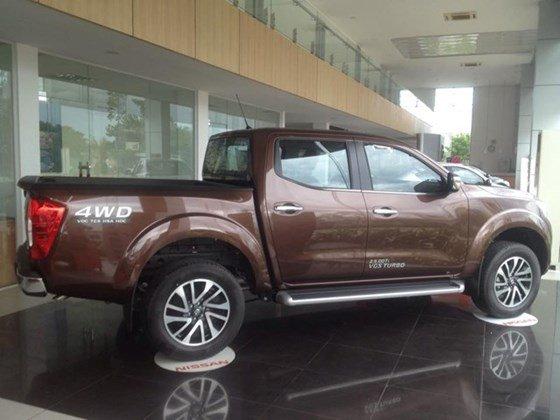 Cần bán xe Nissan Navara NP300 đời 2015, màu nâu, nhập khẩu-0