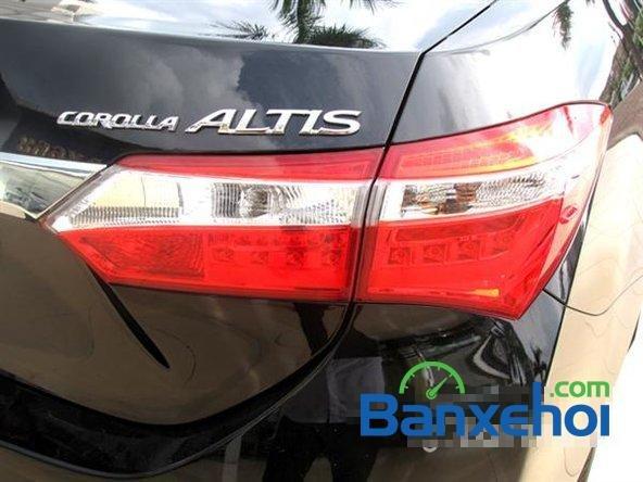 Cần bán xe Toyota Corolla altis 1.8CVT đời 2015, màu đen, giá 795 triệu-2