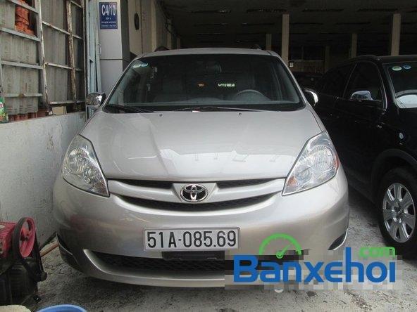 Bán Toyota Sienna Le đời 2008, màu bạc đã đi 42000 km-0