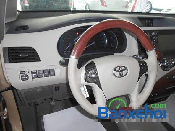 Bán ô tô Toyota Sienna sản xuất 2014, màu vàng cát-11