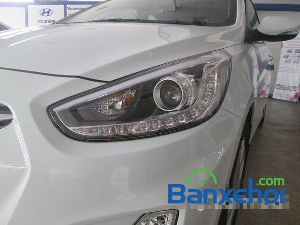 Cần bán Hyundai Accent Blue 2015, màu trắng-2