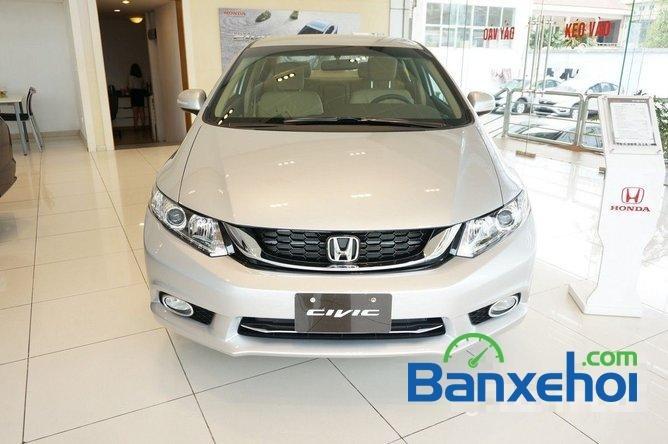 Bán ô tô Honda Civic 1.8 đời 2015, màu bạc, giá 780tr-0