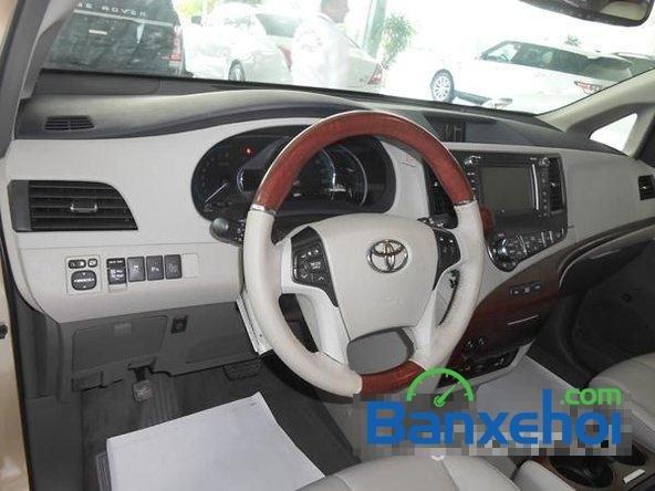 Bán ô tô Toyota Sienna sản xuất 2014, màu vàng cát-8