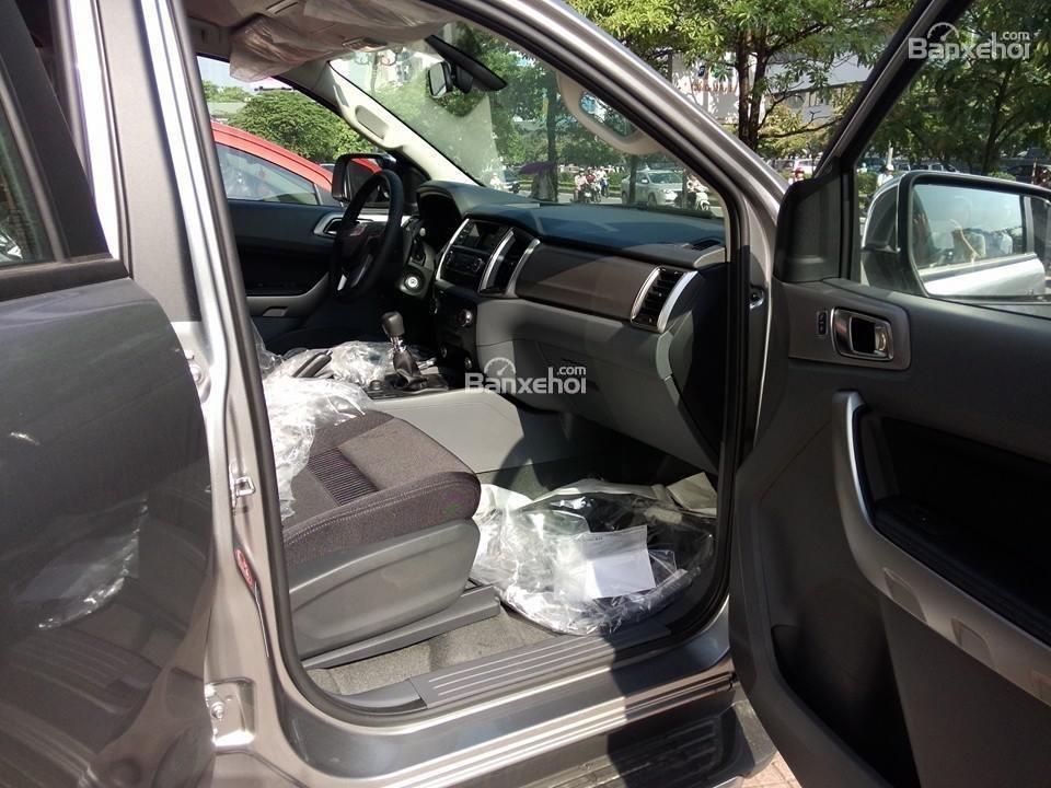 Bán ô tô Ford Ranger XLT đời 2016, màu bạc, xe nhập-6