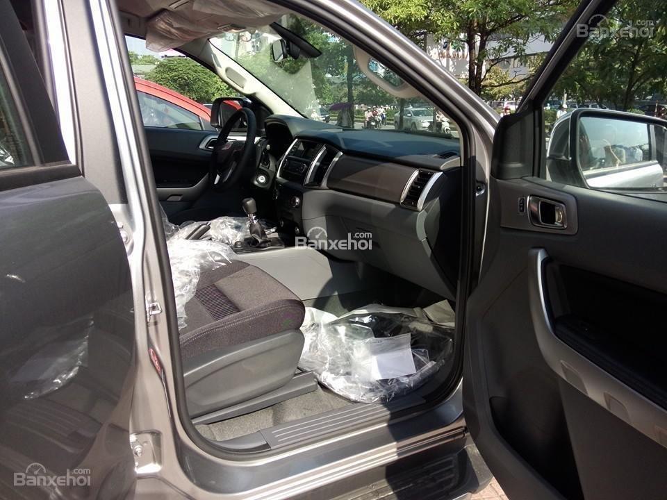 Bán ô tô Ford Ranger XLT đời 2016, màu bạc, xe nhập-7