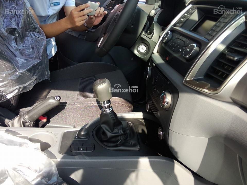 Bán ô tô Ford Ranger XLT đời 2016, màu bạc, xe nhập-8