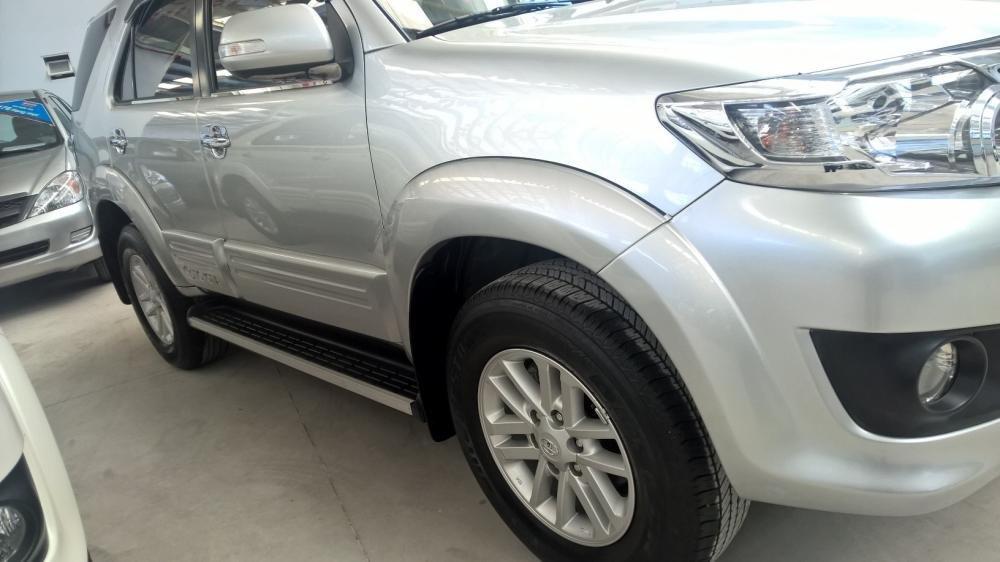 Xe Toyota Fortuner đời 2012, màu bạc, xe nhập, giá tốt-2