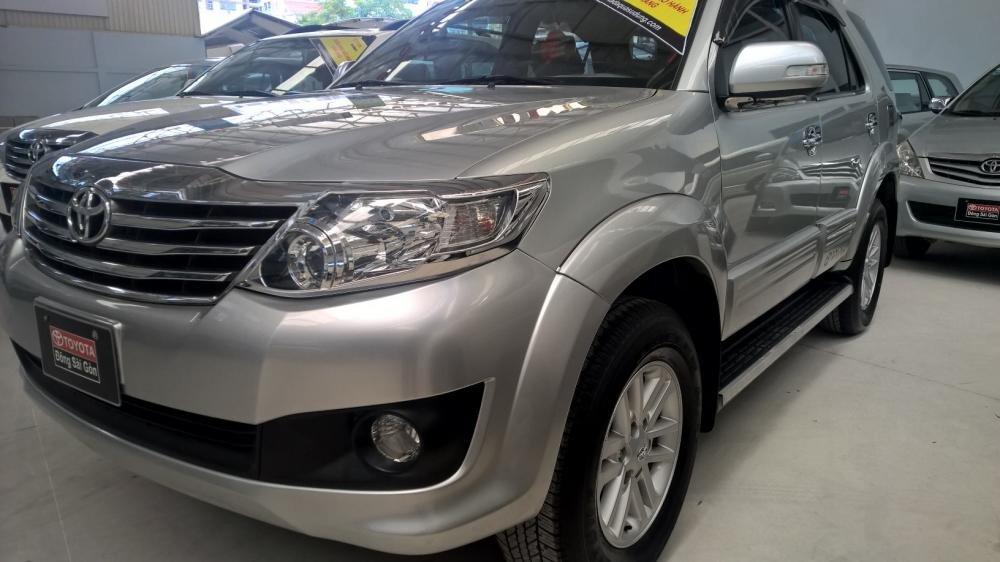 Xe Toyota Fortuner đời 2012, màu bạc, xe nhập, giá tốt-1