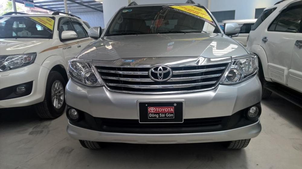 Xe Toyota Fortuner đời 2012, màu bạc, xe nhập, giá tốt-0