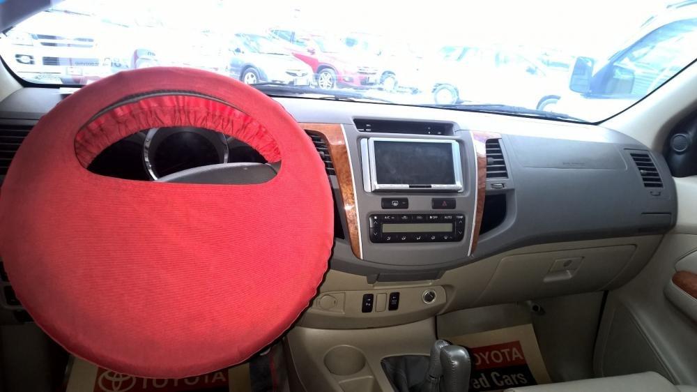 Toyota Đông Sài Gòn xe đã qua sử dụng đang bán Fortuner V màu đen-6
