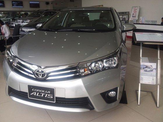 Cần bán xe Toyota Corolla altis 2015, nhập khẩu chính hãng giá rẻ xe đẹp-0