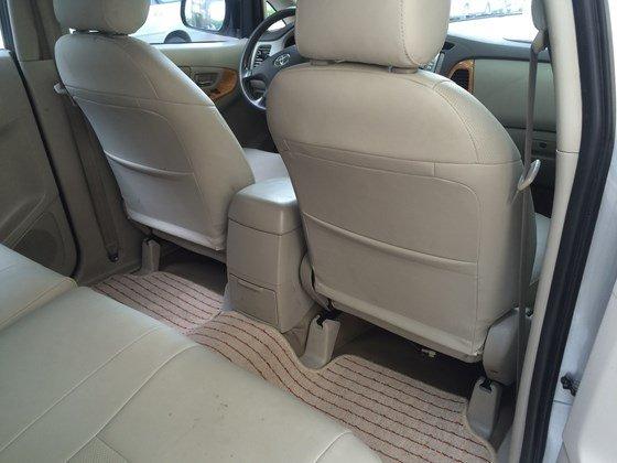 Tôi cần bán chiếc xe Toyota Innova G màu ghi bạc, sản xuất cuối 2010-1