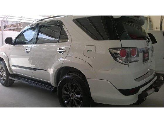 Xe Toyota Fortuner sản xuất 2015, màu trắng cần bán-2
