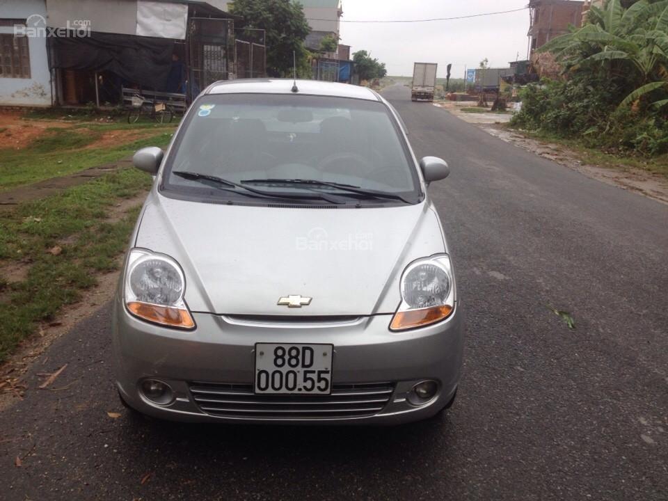 Cần bán gấp Chevrolet Spark 2011, màu bạc như mới-0