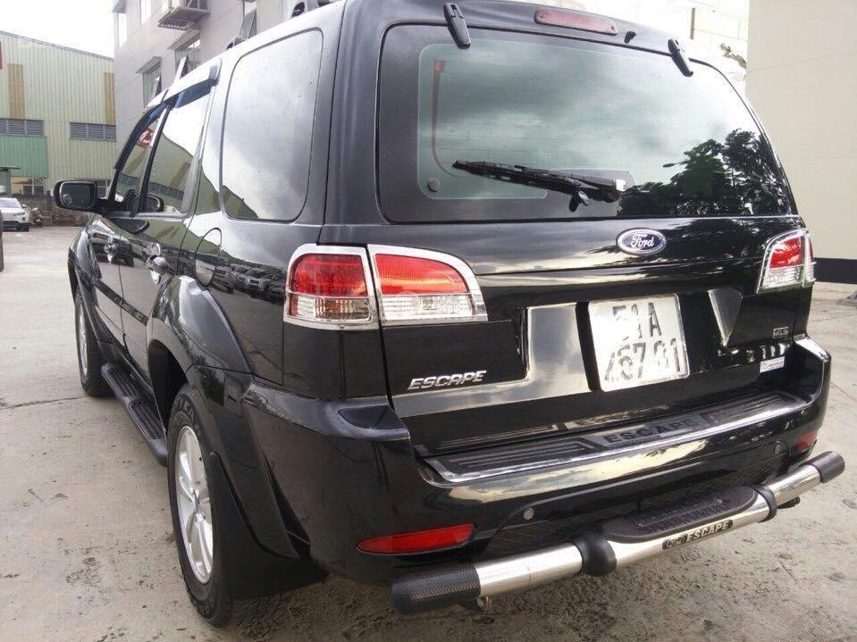Cần bán Ford Escape XLS đời 2011, màu đen-2
