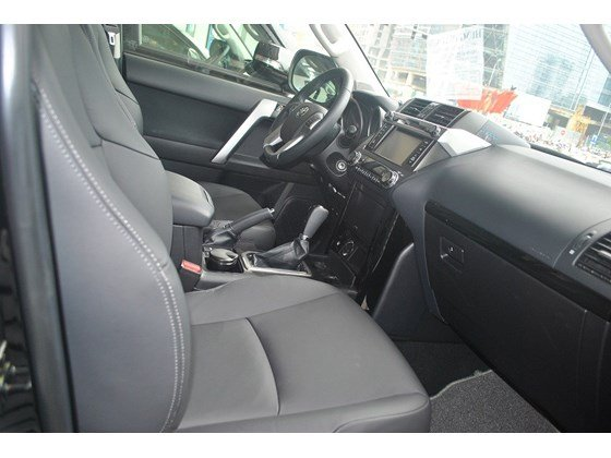 Xe Toyota Land Cruiser đời 2015, màu đen, nhập khẩu chính hãng, chính chủ cần bán-9