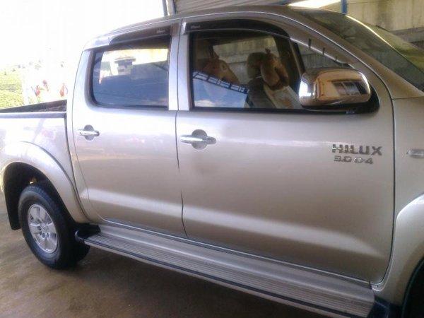 Gia đình bán Toyota Hilux G. Xe sản xuất và đăng ký tháng 9/2010, màu bạc, máy dầu, 2 cầu-0