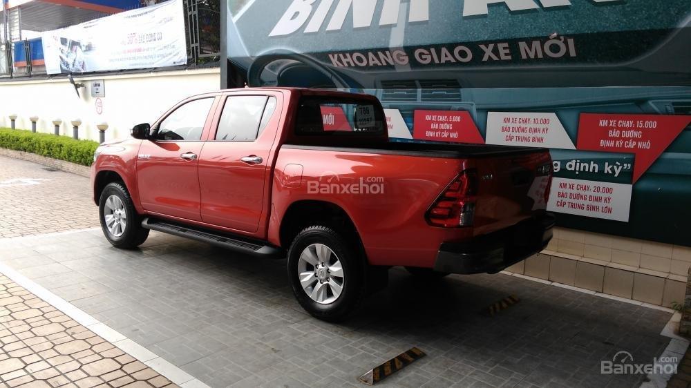 Hilux 2.5E MT 2015 màu đỏ, Toyota Giải Phóng cam kết giá tốt nhất-3
