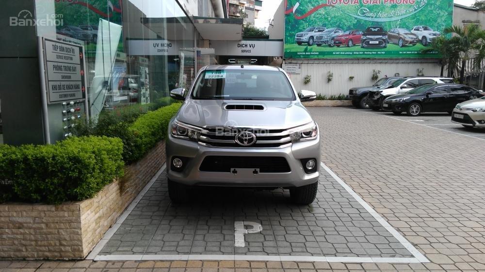 Hilux 3.0G 4x4 AT 2015 màu bạc, Toyota Giải Phóng cam kết giá tốt nhất-0