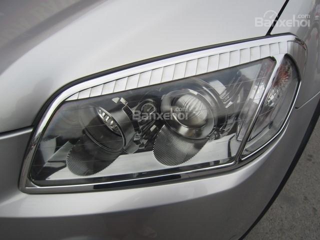 Bán ô tô Chevrolet Captiva đời 2010, màu bạc-3