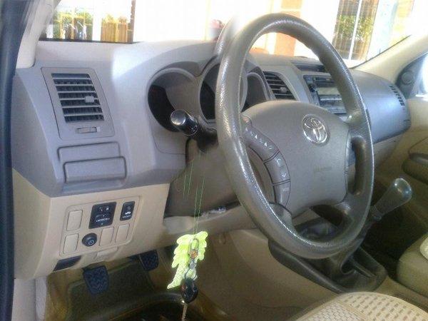 Gia đình bán Toyota Hilux G. Xe sản xuất và đăng ký tháng 9/2010, màu bạc, máy dầu, 2 cầu-3