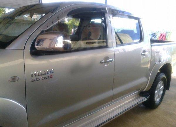 Gia đình bán Toyota Hilux G. Xe sản xuất và đăng ký tháng 9/2010, màu bạc, máy dầu, 2 cầu-1