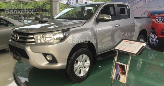 Bán Toyota Hilux sản xuất 2015, nhập khẩu chính hãng, 809 triệu-0