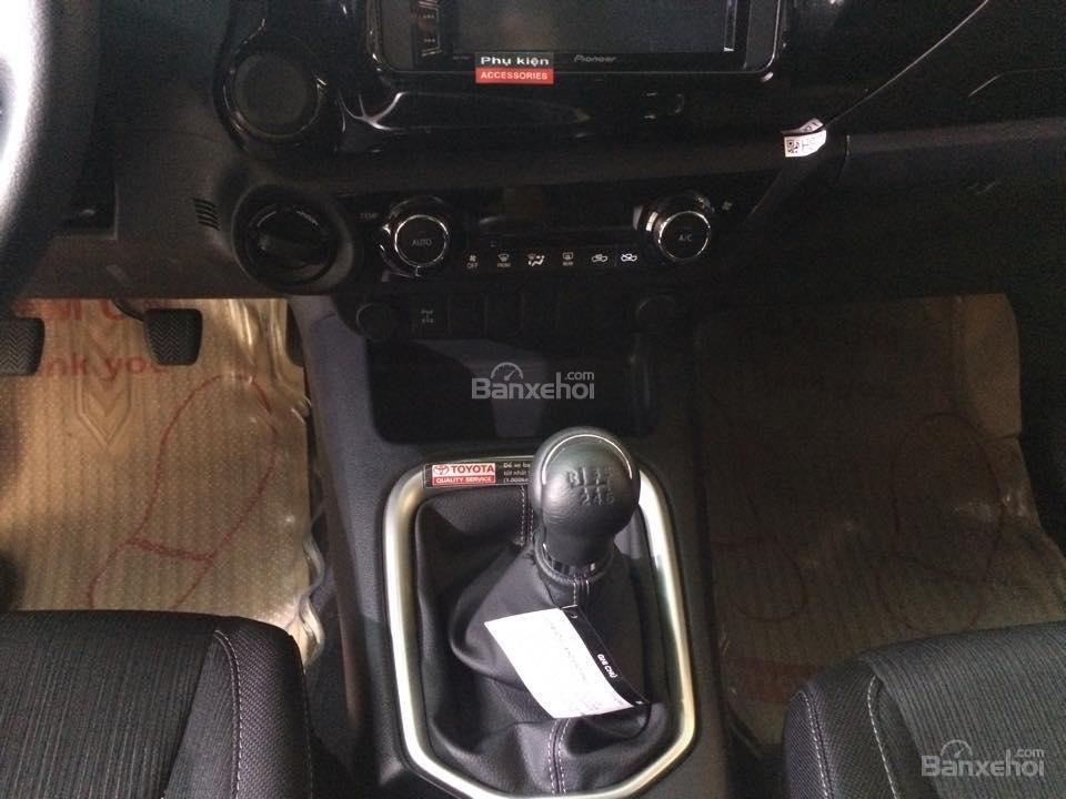 Bán Toyota Hilux sản xuất 2015, nhập khẩu chính hãng, 809 triệu-1