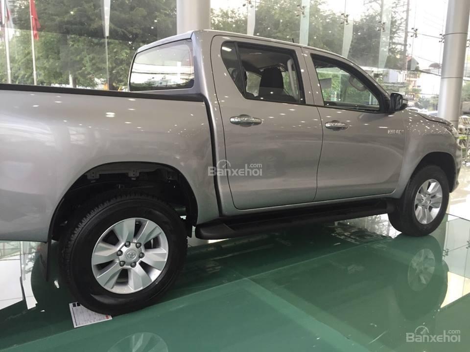 Bán xe Toyota Hilux 2.5E số tay 6 cấp máy dầu, nhập khẩu giao ngay-1
