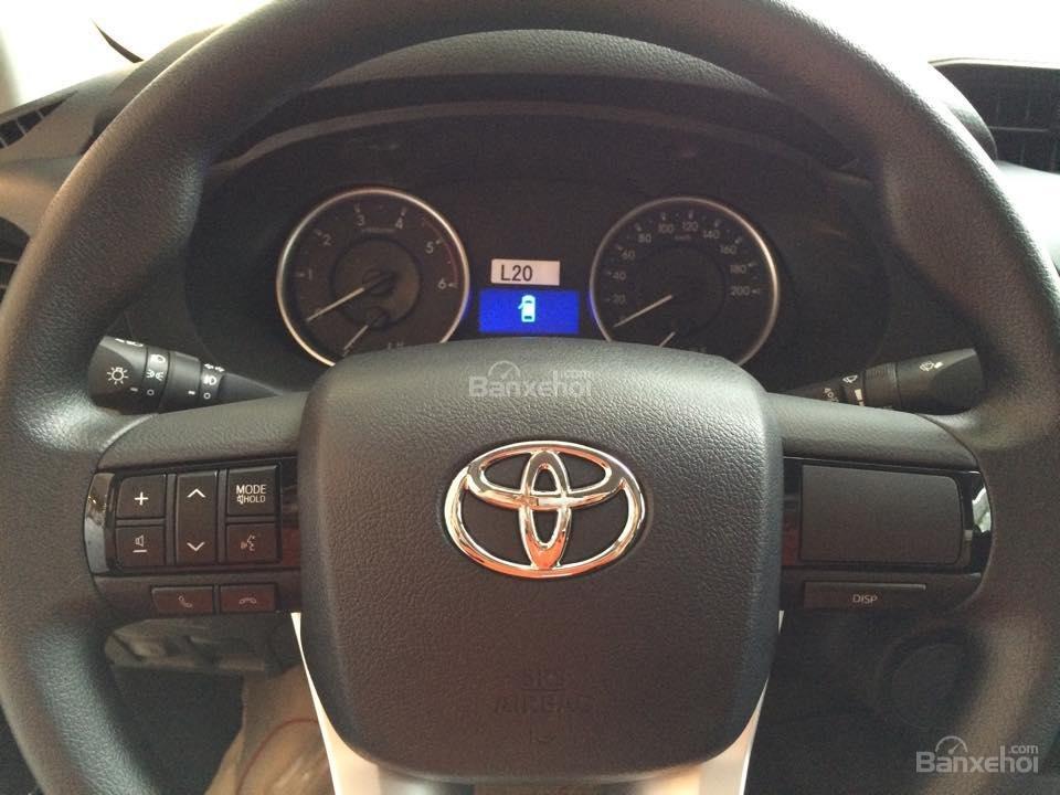 Bán xe Toyota Hilux 2.5E số tay 6 cấp máy dầu, nhập khẩu giao ngay-2