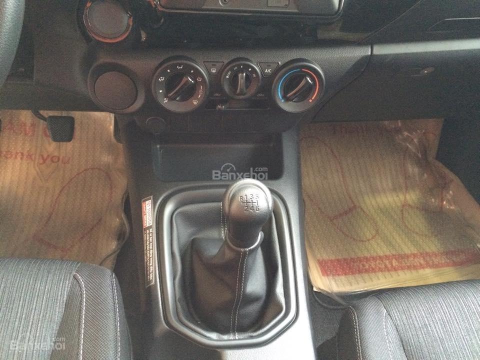 Bán xe Toyota Hilux 2.5E số tay 6 cấp máy dầu, nhập khẩu giao ngay-5