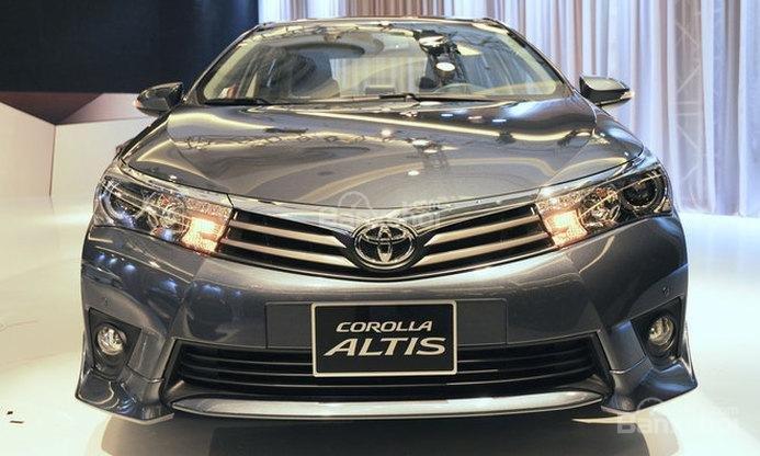 Toyota Hùng Vương bán xe Toyota Corolla altis 1.8MT số sàn giao ngay-0