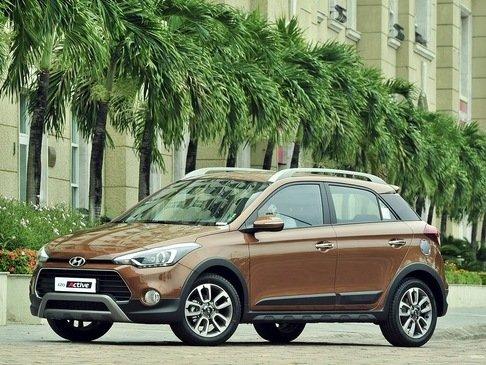 So sánh xe Hyundai Sonata i20 Active 2015 và Ford EcoSport 2014.