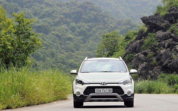 Đầu xe Hyundai i20 được thiết kế hài hòa, bắt mắt.