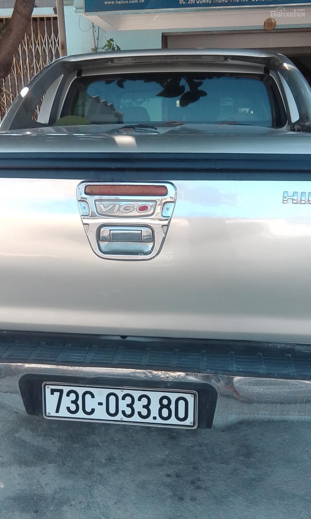 Xe bán tải Toyota Hilux đời 2013, màu bạc tại Tp Đồng Hới-1
