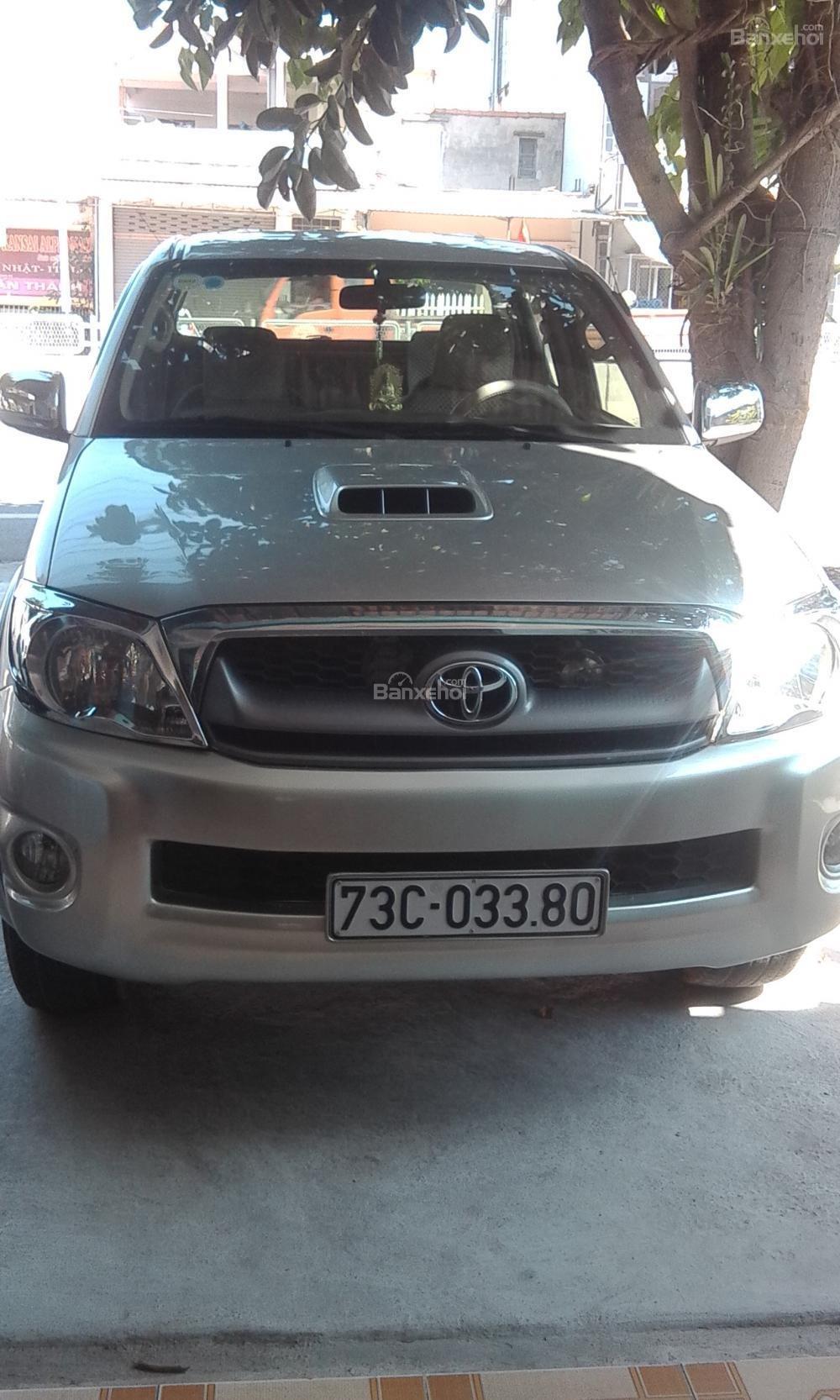 Xe bán tải Toyota Hilux đời 2013, màu bạc tại Tp Đồng Hới-0